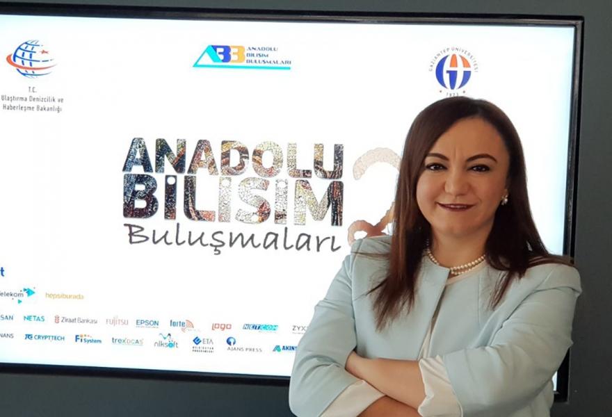 Bilişime kadın eli değdi - Gaziantep Pusula